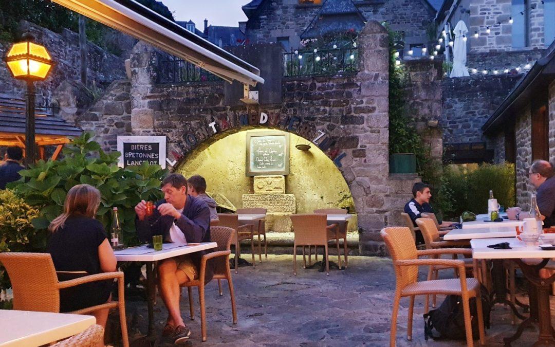Crêperie à Dinan : monter jusqu'à La Fontaine du Jerzual pour une crêpe bien méritée