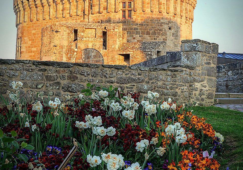 Bonsoir Le château de Dinan a …
